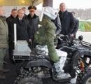 【画像】ロシアが人型の「戦闘ロボット」開発 「指」で銃の引き金を引き、狙撃 プーチン氏に披露