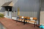 『ご自由にお座りください』って書かれてる親切なベンチがある!〜幾野1丁目、交野ガスリビングのところ〜