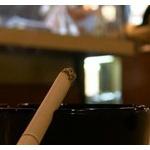 喫煙OKの店で周囲を確認してから吸ったのに…。「代金を支払え!」と暴れる嫌煙達