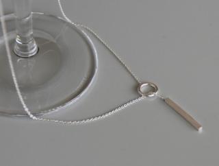 秋コーデにシルバーアクセサリー◇輪に通すだけシンプルY字ドロップネックレス SILVER925