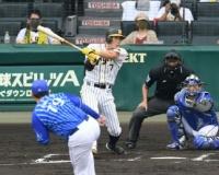 阪神糸井さん今日4打数3安打3打点で無事来年も契約勝ち取る