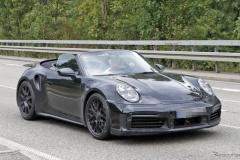 ポルシェ「911」新型、早くも「ターボカブリオレ」の存在を確認!