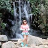 『【留美子讃歌 54】水の流れをバックに抜群のスタイルをご披露』の画像