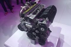 カムシャフト不要の新エンジンを開発