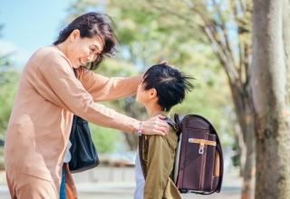 【悲報】お母さん(32)『たっくん~。ちょっとママとお話しよっか。』ワイ(10)『うん…?なに…?』