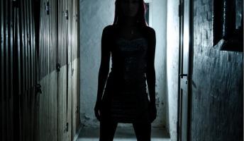 ゆうべ合コンで会った女が家の前に居て怖いんだが・・・・