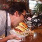 『メガUSバーガーはお一人で食べる事はおすすめしません。』の画像