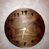『SWINGのブラックウォールナット材の掛け時計』の画像