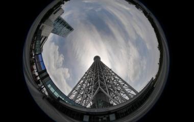 『円周魚眼レンズによるスカイツリーと雲 2020/06/11』の画像