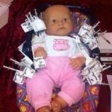 『2020.4.28 小早川 智氏特集 -この人形は、子供が2歳までに接種するワクチンの数を表しており、数年ごとに予防接種の数は更に増加すしている。この人形の体が100本以上のワクチン… 他6件』の画像