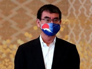 外国人「河野外務大臣が富士山マスクを着けてるがこれどう思う?」
