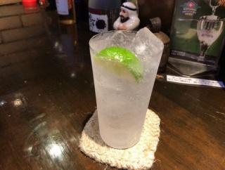 板橋生まれのリキュール「TOM GIN」を飲みたくて、蓮根の「BAR BREADLINE」に行ってきた。