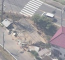 未明の住宅に車が突っ込み建物倒壊。車に乗っていた20歳の男性と14歳の女子中学生が死亡。広島県福山市