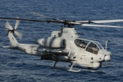 沖縄に米軍ヘリAH 1Z不時着