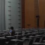 【動画】哀愁の 望月衣塑子 記者、誰もいなくなった記者会見場でひとり…