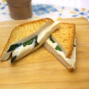 挟んで焼くだけ♪厚揚げチーズサンド