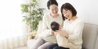 姉が出産で実家に里帰りして1年も居座ってた。里帰り自体は何も思わないが、家事も育児も家族がやって自分はあやすのと乳あげるだけって…