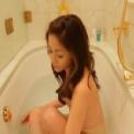 杉浦幸 湯船に浸かりながらのヘアヌード映像