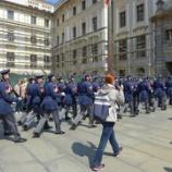 『チェコ旅行記10 プラハ城の正午の衛兵交代式とプラハでチェコ・コルナ両替にお勧めの場所』の画像