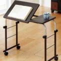 天板の角度が6段階に変えられるコンパクトテーブルで…