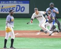 巨人4番・岡本が先制左前打 初回の攻防 阪神の4番・大山は好機に併殺。