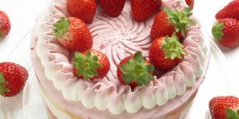 結婚記念日に義母からサプライズケーキが届いたんだけど、開けてビックリした… 縁起が悪すぎる…