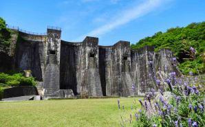 スコットランドの古城を連想させるダム