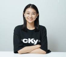 『【悲報】和田彩花が「F〇CK YOU」と書かれたTシャツを公の場に着てきてしまう 』の画像