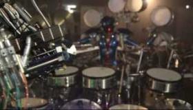 【音楽】   日本人が メンバー全員がロボットのバンドを作る  海外の反応