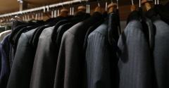 スーツの予備ボタンどうしてる?衣替えを前に見直したウォークインクローゼット