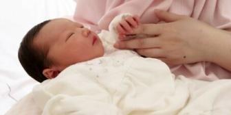 里帰り出産した後、退院日に義母がついてきた。私実家に数時間居座ってたけど非常識じゃない?