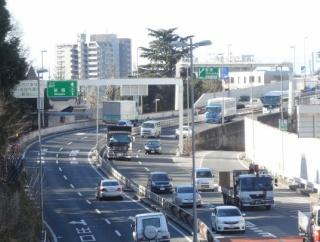 【高速道路】国交省「混んでたら値上げ」「繁忙期は休日割引やめる」