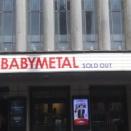べビメタのロンドン公演の土下座ヘドバン(動画)