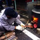 『戸田市鍛冶谷町会の餅つき開催中』の画像