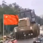 【動画】中国、洪水被災地で兵士が雨の中でびしょ濡れで寝て頑張っている!ヤラセですけど…