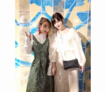 『高橋愛&久住小春 プラチナ期2ショット「大好きな小春にやっと会えました すっかり大人の女性ね」』の画像