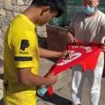 【朗報】久保さん、イガンインのユニにサインを求められるwwwwwwww