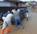 「あきらめない」渋滞中に川が氾濫、流され水没するも息継ぎするスペースを確保し脱出、生き延びる 広島