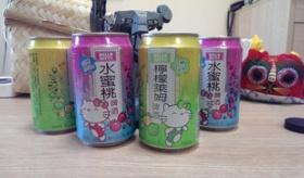 【ハローキティ】   台湾から ハローキティの ビールが発売。このキティ なんか変だけど、1つ欲しいね!   【海外の反応】