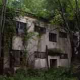 『廃墟のような家に一人で住んでいる俺の恐怖体験「真夜中の訪問者」』の画像