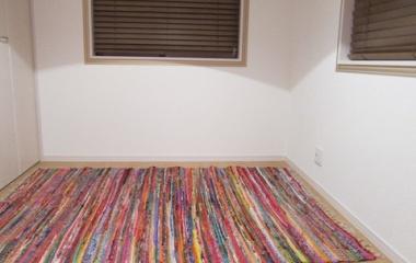『ラグ設置&壁はマステ装飾で:フィッティングルーム準備中②』の画像