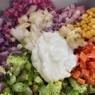 スプーンでいただく紫カリフラワーのタルタルサラダ