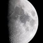 『春爛漫!上弦過ぎの綺麗なお月さま(月齢7.9)』の画像
