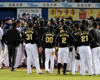 【阪神】岩田が危険球退場 2年連続で青木に頭部死球。両軍ベンチ飛び出し不穏な空気流れる。