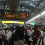 【大阪人はキチガイ】電車が遅延し客が集団で車掌を取り囲む → 車掌発狂、突然裸になり飛び降り自殺…