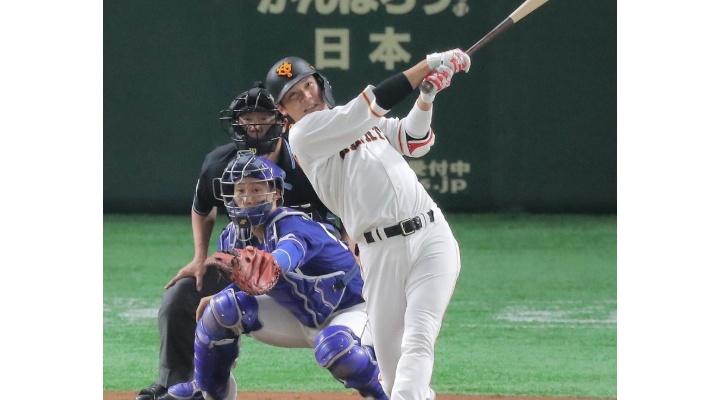 巨人・坂本 .340(206-70) 19本 41打点 ⇔ 広島・鈴木 .343(175-60) 15本 41打点