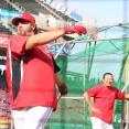 広島エルドレッド、引退セレモニーの打撃練習で柵越え!鈴木誠也は場内アナウンスに挑戦