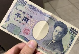ツイッター「駅のトイレ並んでたら鬼のような形相で『さ、先譲ってくれませんか!?』って問答無用で1000円渡された」