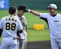 阪神・矢野監督自ら「DEATHノック」 1時間超え1000球に小幡ぐったり