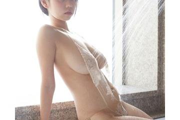 青山ひかるのシャワーで透けてわずかに乳首が